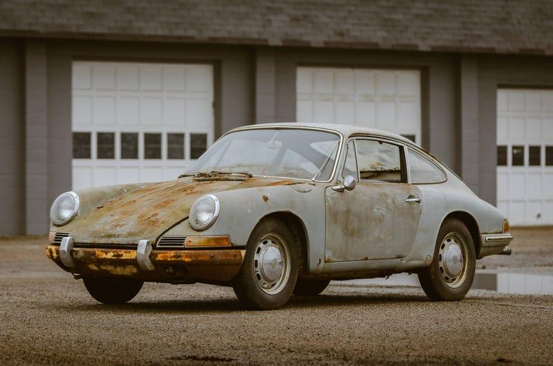 Illustration for article titled Barn Find 1965 Porsche 911