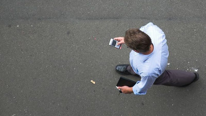 Illustration for article titled Banning Texting While Walking Might Be a Bit Much