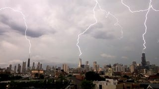 Illustration for article titled Lightning strikes three Chicago skyscrapers in one blow
