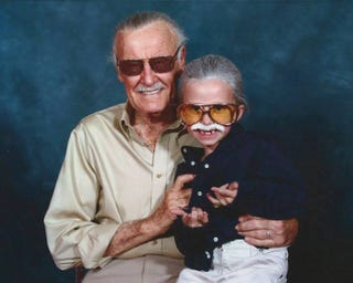 Illustration for article titled Little girl's Stan Lee cosplay is awesome
