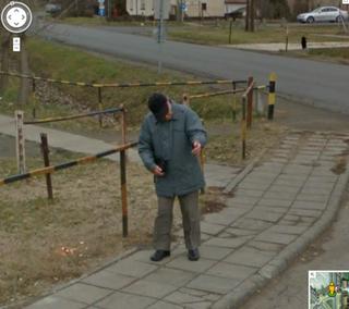 Illustration for article titled Gyíkembert találtak Szegeden a Gooogle Street View-val