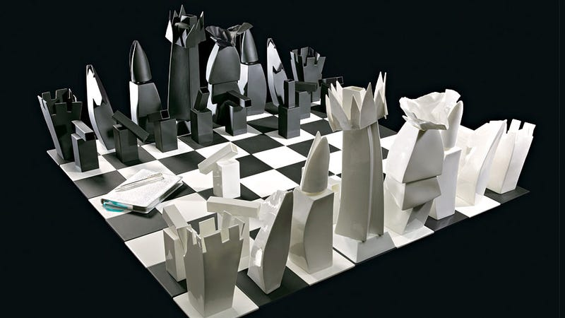 Illustration for article titled Frank Gehry's Tiffany Chess Set Is a Miniature Architectural Marvel