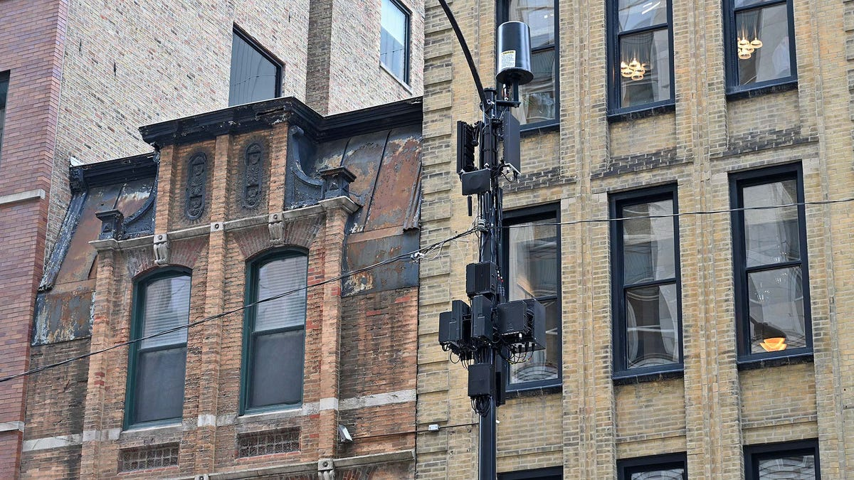 Wind, Sleet, and Dead Zones: My Quest to Map Chicago's Spotty 5G