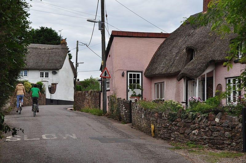 Illustration for article titled El suelo de este pueblo en Reino Unido se está elevando dos centímetros al año, y nadie sabe muy bien por qué
