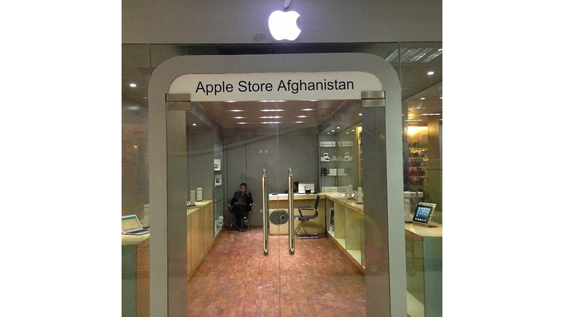 Illustration for article titled Así es la tienda (falsa) de Apple en Afganistán