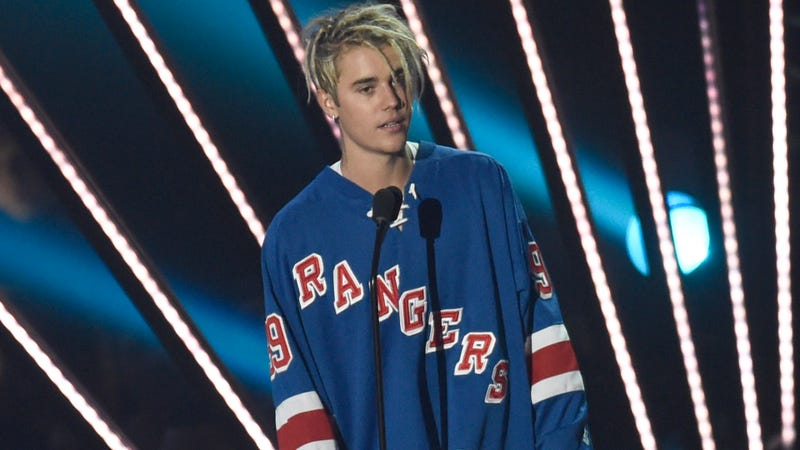 Justin Bieber defends wearing Pens jersey