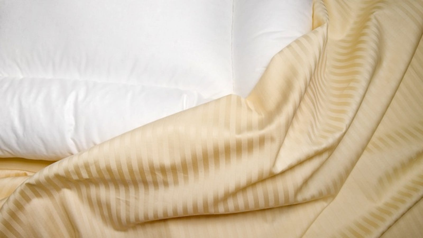 What is better than bed linen: cotton, satin, poplin or coarse calico
