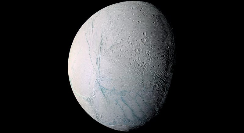 La NASA confirma que hay un océano masivo bajo la superficie de la luna Encélado