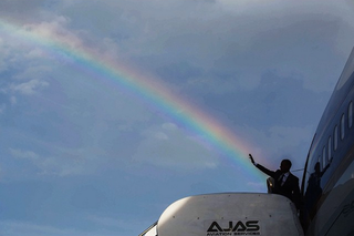 Illustration for article titled President Obama Shoots a Rainbow From His Hand in Jamaica