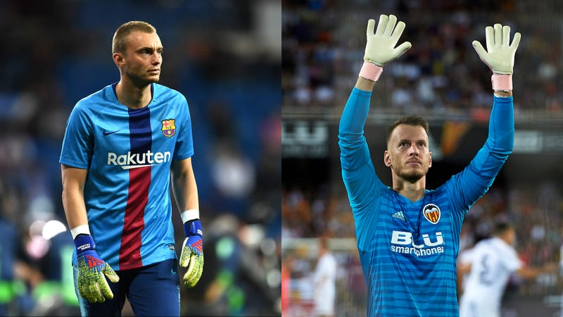 Illustration for article titled Barcelona And Valencia's Goalkeeper Swap Looks Shady As Hell