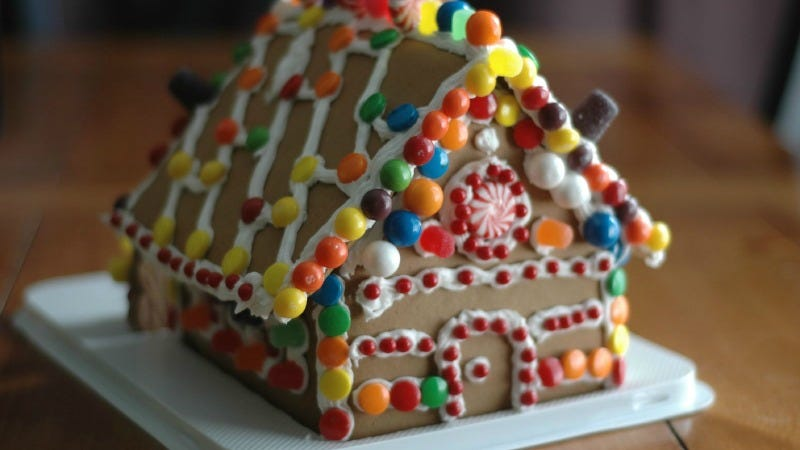 Illustration for article titled Turn Your Now-Irrelevant Gingerbread House Into a Tasty Pie Crust