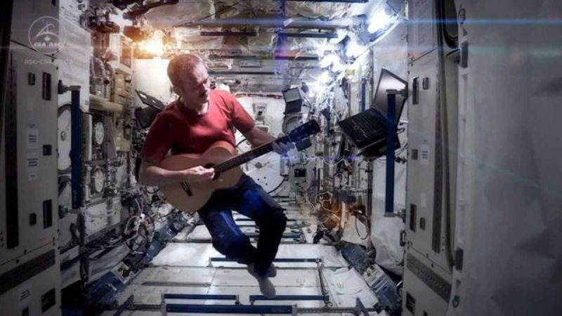 "Illustration for article titled Astronaut Chris Hadfield's rendition of ""Space Oddity"" (from space) is back online"