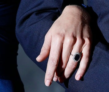"""Illustration for article titled Kate Middleton's Engagement Ring Sparks """"Frenzy"""" For Replicas"""