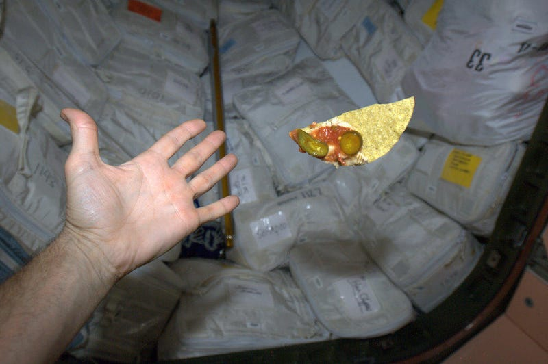 Illustration for article titled Astronaut tweets pictures of his SPACE NACHOS