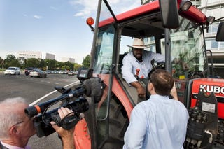 Illustration for article titled A $1.25 Billion Tractor Ride to Capitol Hill