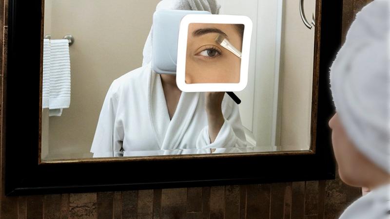 Espejo de aumento Facii 10X con luz, $27