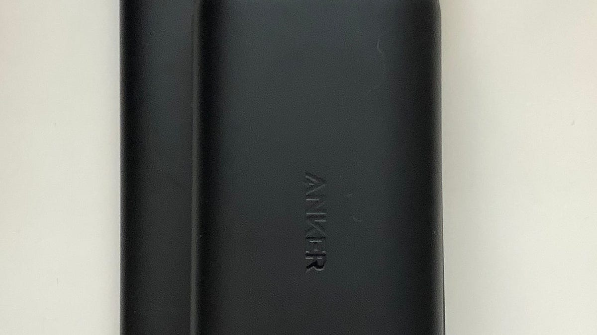Anker PowerCore Lite vs  PowerCore Redux - A 10,000mAh Showdown