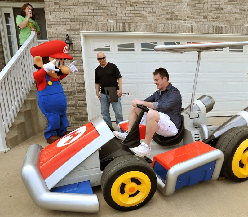 Illustration for article titled Even Banana Peels Can't Stop This Real-Life Mario Kart