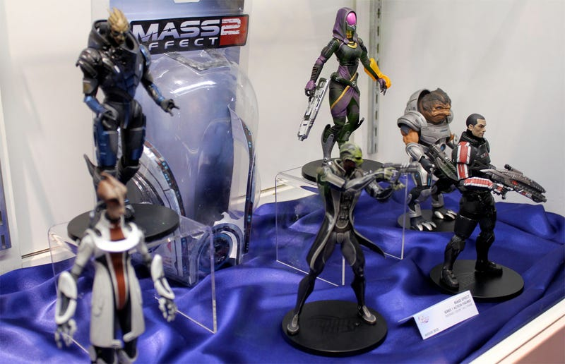 Illustration for article titled DC's Mass Effect, Killzone, God Of War Toys Up Close & Totally Awesome