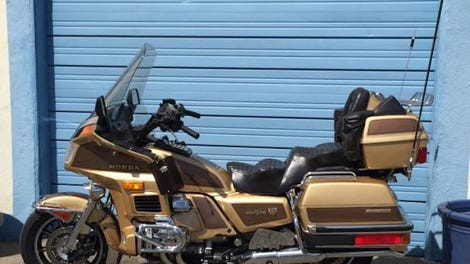 The 2018 honda gold wing is lighter and so high tech it has apple someone needs to buy this goldwing today seriously fandeluxe Gallery