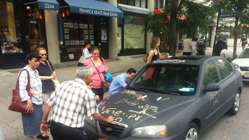 Illustration for article titled Artist Turns His Hyundai Into Art-on-Wheels With Chalkboard Paint