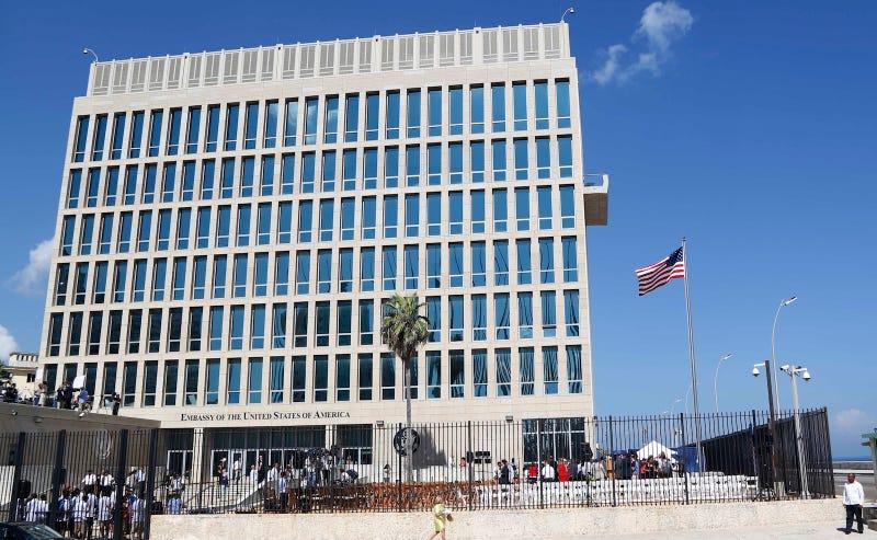 La embajada de Estados Unidos en La Habana, Cuba. (Foto: Desmond Boylan / AP Images)