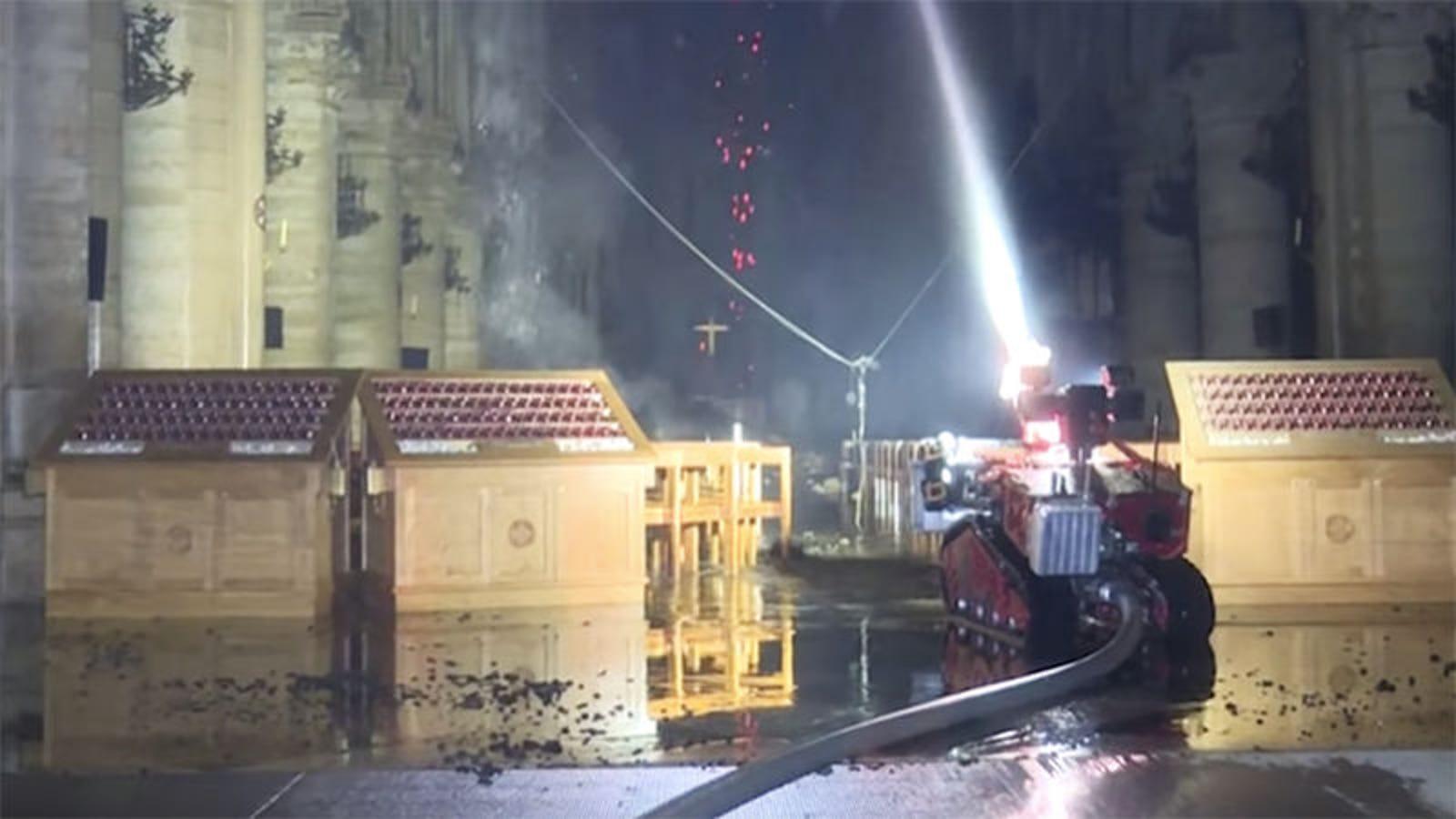 Colossus, así es el robot de los bomberos de París que ayudó a controlar el incendio de Notre Dame