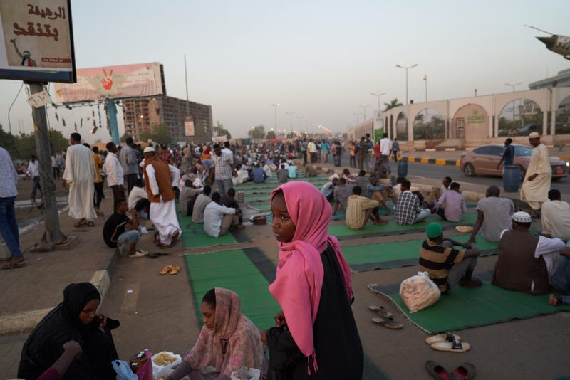 Protesters gather in front of the military headquarters to break their Ramadan fast on May 07, 2019 in Khartoum, Sudan