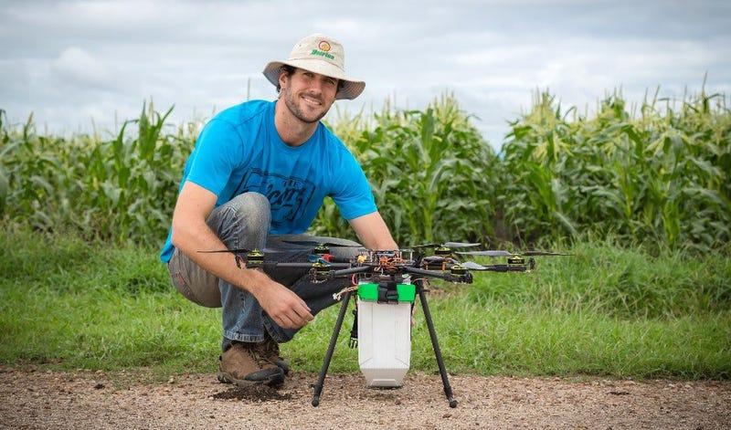 Illustration for article titled El último uso de los drones: hacer llover ácaros sobre los cultivos