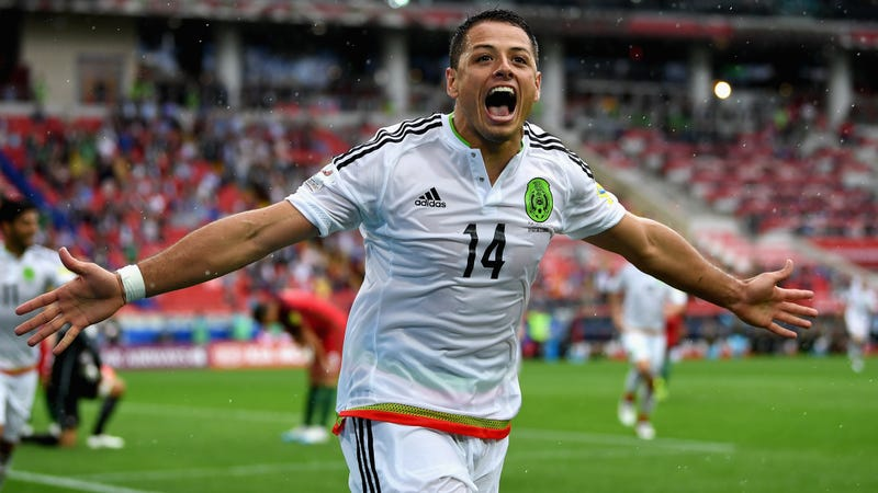 Chicharito returns to the Premier League as a Hammer