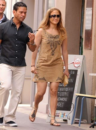 Illustration for article titled Jennifer Lopez Tours St. Tropez With Both (Healthy) Feet