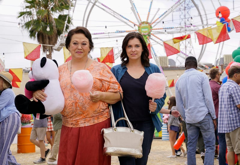 Amy Hill, Rachel Bloom (Photo: Robert Voets/The CW)