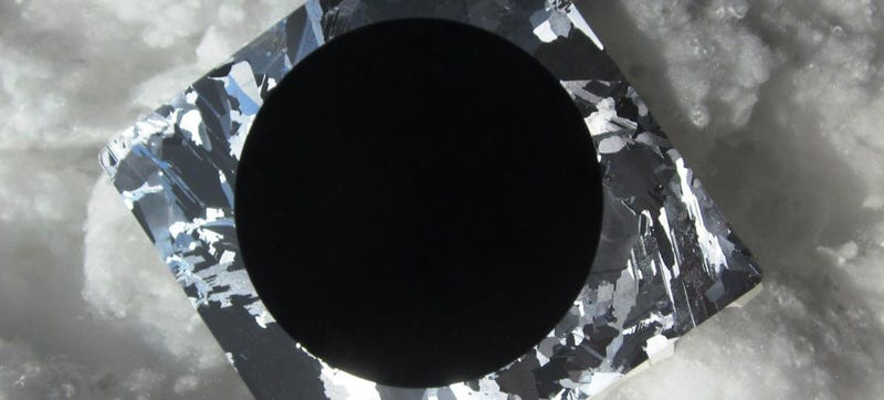 Illustration for article titled This Is the World's Most Efficient Black Silicon Solar Cell