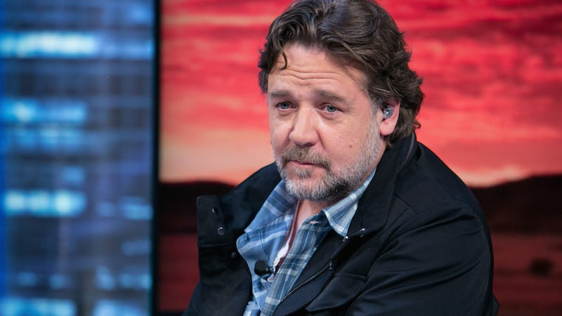 Illustration for article titled Russell Crowe Is So Fucking Mad That His Kids Can't Bring Hoverboards on a Plane