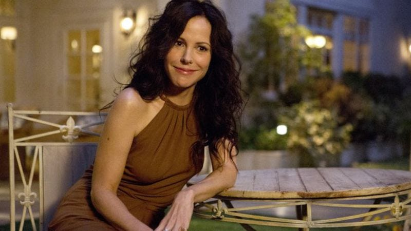 """Illustration for article titled Mary-Louise Parker considers quitting acting over the """"bitchy"""" Internet comments someone is making somewhere, apparently"""
