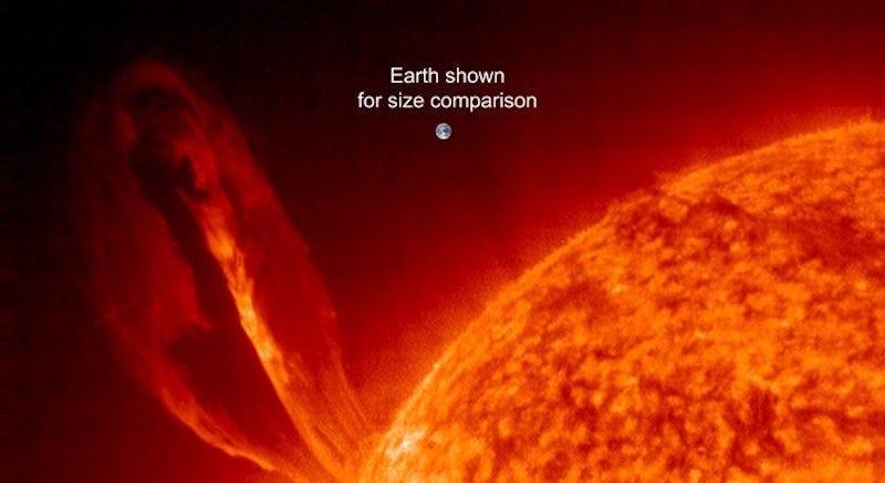 Illustration for article titled Así de diminuta se vería la Tierra al lado de una llamarada solar