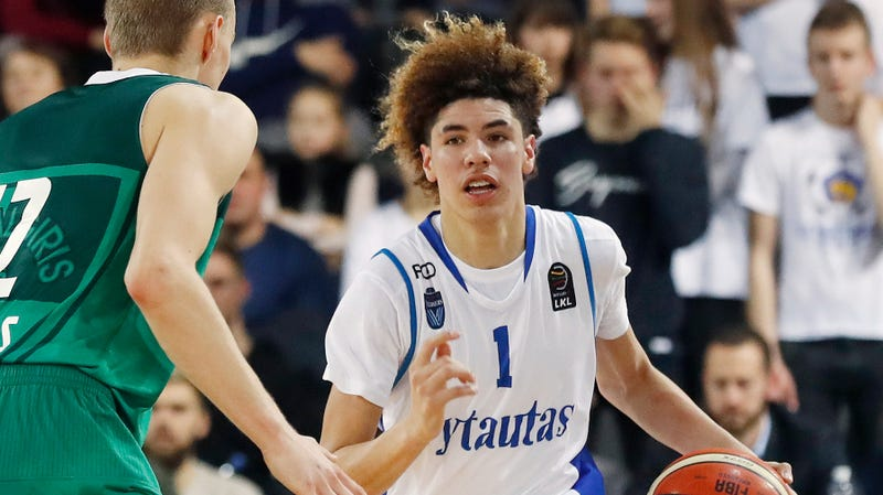 4889299cd LaMelo Ball To Return To High School For Senior Season