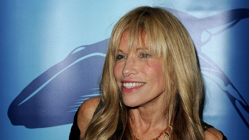 Illustration for article titled Carly Simon Finally Reveals the Asshole Behind 'You're So Vain'