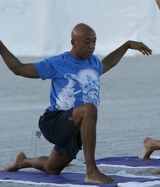 Illustration for article titled Russell Simmons' Yoga On The Beach