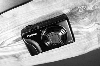 Illustration for article titled Custom Grip Makes Canon S90 More Grabby