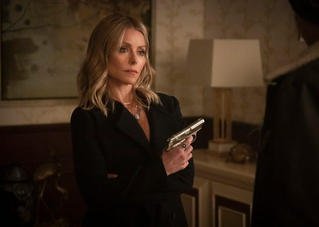 Forget it, guest star Kelly Ripa, it's Extra-Reverent Noir Homage Week on Riverdale