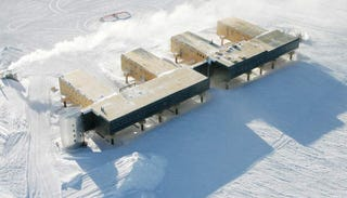 Illustration for article titled New South Pole Station Self-Elevates with Hydraulics