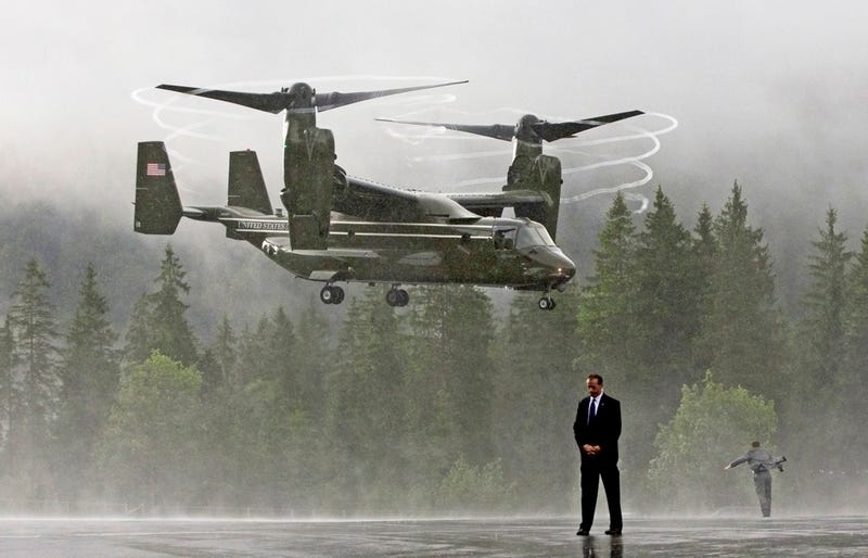 Illustration for article titled 30 Fascinating Photos Of HMX-1's Ospreys Working For The White House