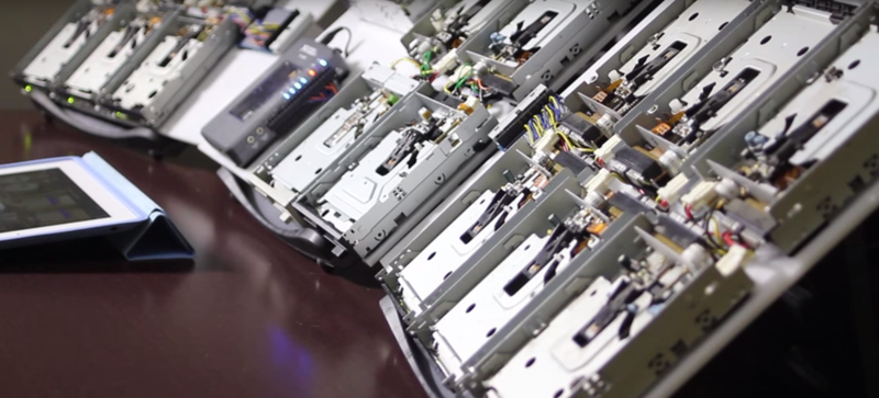 Illustration for article titled DJ Your Way Back to the 80s With This Floppy Drive Orchestra