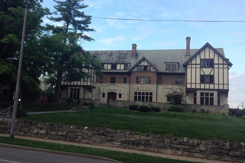 Illustration for article titled IU Frat Closes After Graphic, Sexual, Allegedly Non-Consensual Hazing Video Goes Viral