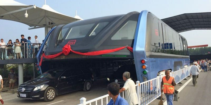 Everything That Makes China's New Traffic-Straddling Bus ...