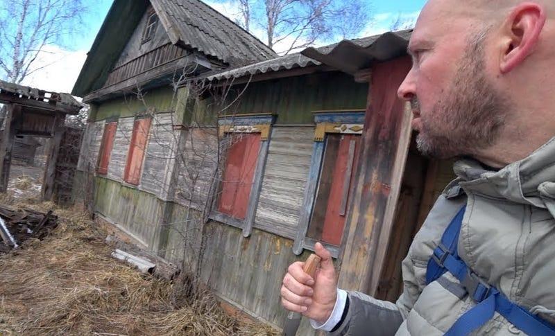 Se cuela en la zona prohibida de Chernobyl y se encuentra a una abuela de 92 años que vive allí con su hijo