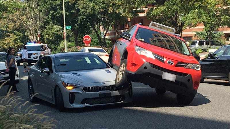 A Poor Kia Stinger Got Its Face Run Over Already