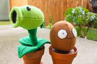 Illustration for article titled Attack of the Plants Vs. Zombies Plushies!!!