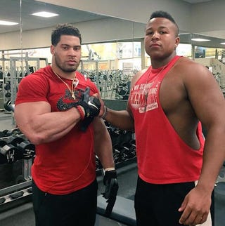 Illustration for article titled Somehow, LaRon Landry's Arms Look Even Bigger